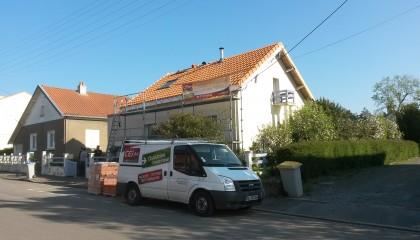 ITE toiture en pente à Nantes - sarking et couverture tuiles pendant travaux
