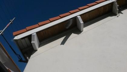 ITE toiture en pente à Nantes - habillage PVC, finitions des chevrons de rives et des pannes