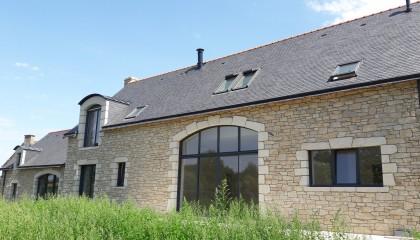 Vélux Fenêtre de toits volet roulant sur ardoise