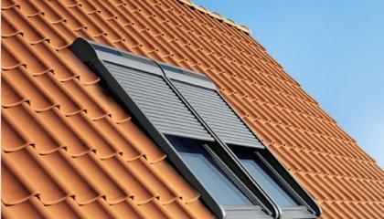 Couverture Vélux Fenêtres de toit et volet roulant sur tuiles